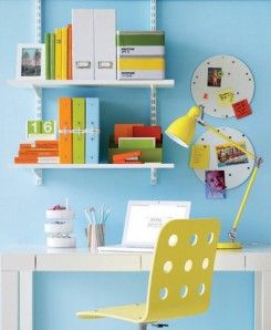 small-and-colorful-home-office2
